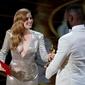 Эми Адамс и Дженнифер Энистон: самые откровенные платья премии