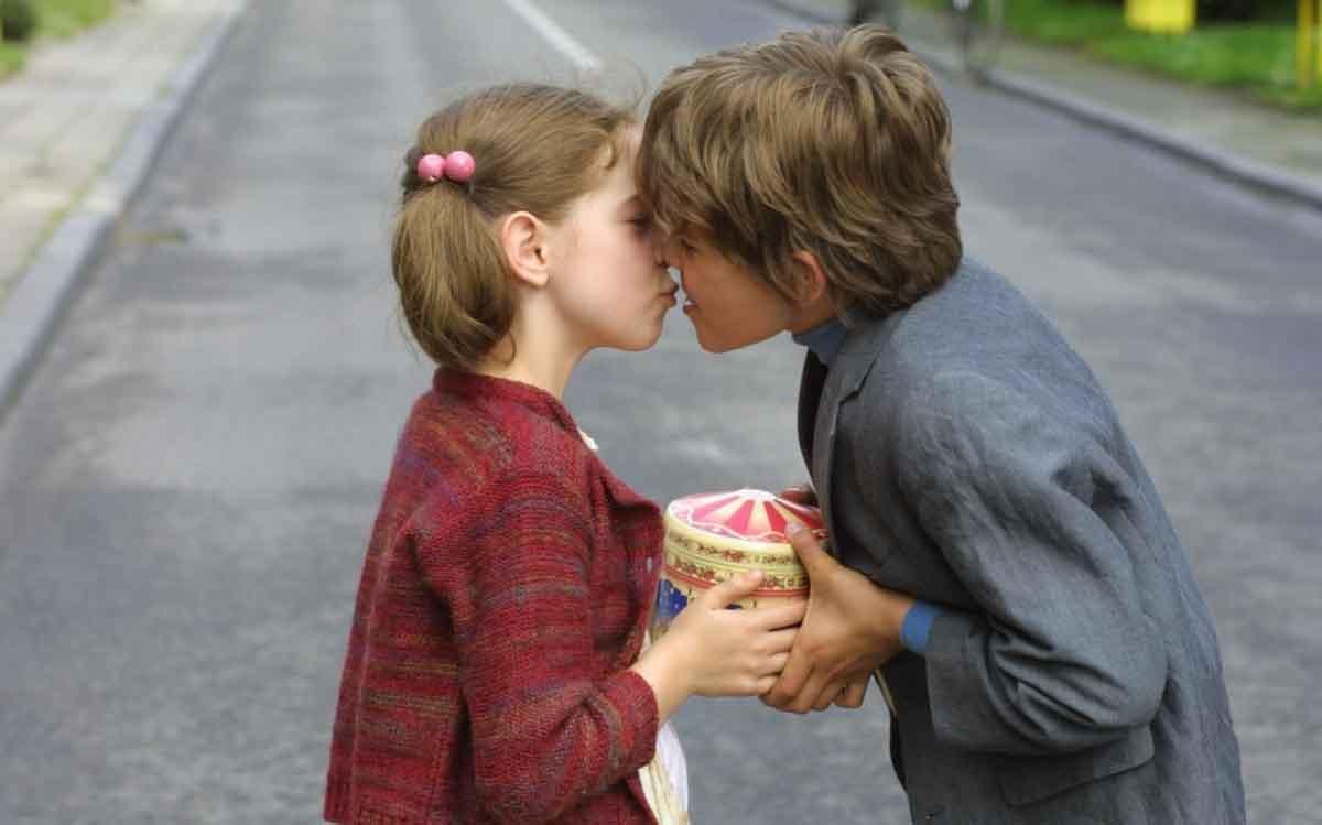 Как сделать, чтобы девочка тебя полюбила, как влюбить одноклассницу? 80